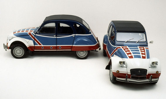 la 2cv Special, while maintaining the engine 435 cc found the glass case,